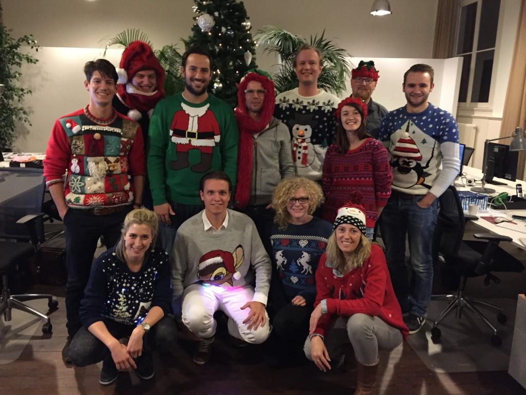 MobPro's Ugly Christmas Sweater Contest 2015. Winnaar: Gijs, in grijze lichtgevende Rudolf trui.