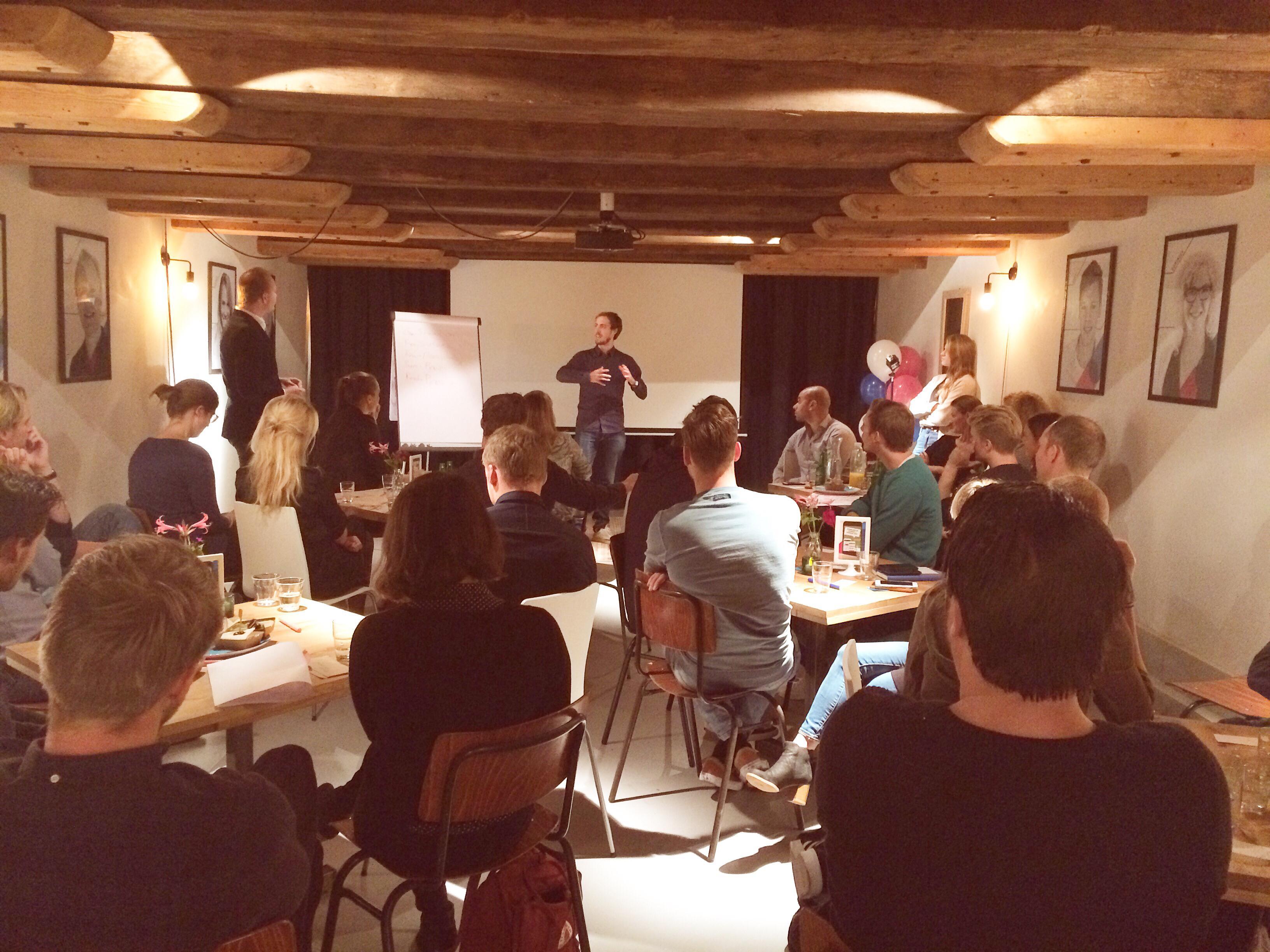 Ruben Walschot presenteert het 360-concept van zijn groepje.